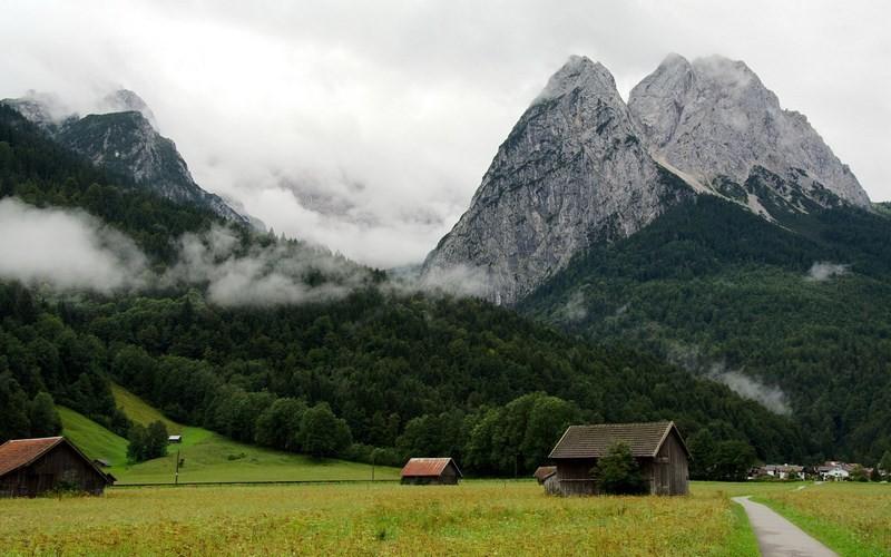 Фото: Гора Цугшпитце - Достопримечательности Германии: ТОП-15