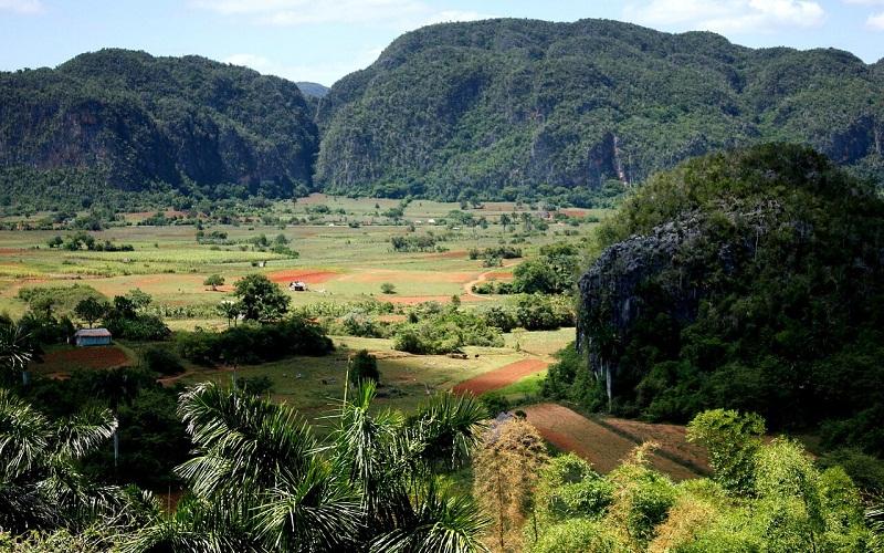 Фото: Долина Виньялес - Достопримечательности Кубы: ТОП-13