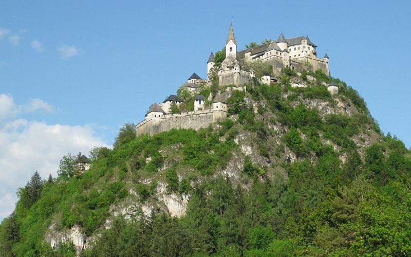 Фото: Замок Гохостервитц - достопримечательности Австрии: ТОП-13