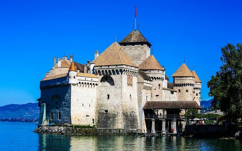 Фото: Шильонский замок - Достопримечательности Швейцарии: ТОП-16