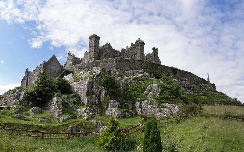Фото: Скала Кашел - Достопримечательности Ирландии: ТОП-11