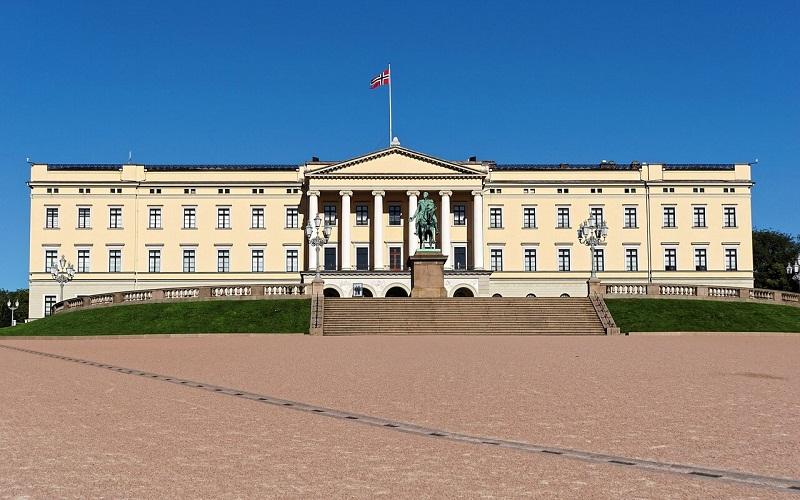 Фото: Королевский дворец - Достопримечательности Осло: ТОП-10