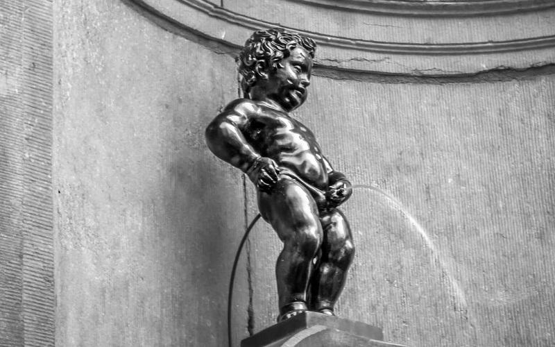 Фото: Статуя Писающий Мальчик - Достопримечательности Брюсселя: ТОП-10