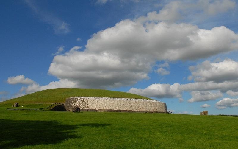 Фото: Ньюгрейндж - Достопримечательности Ирландии: ТОП-11