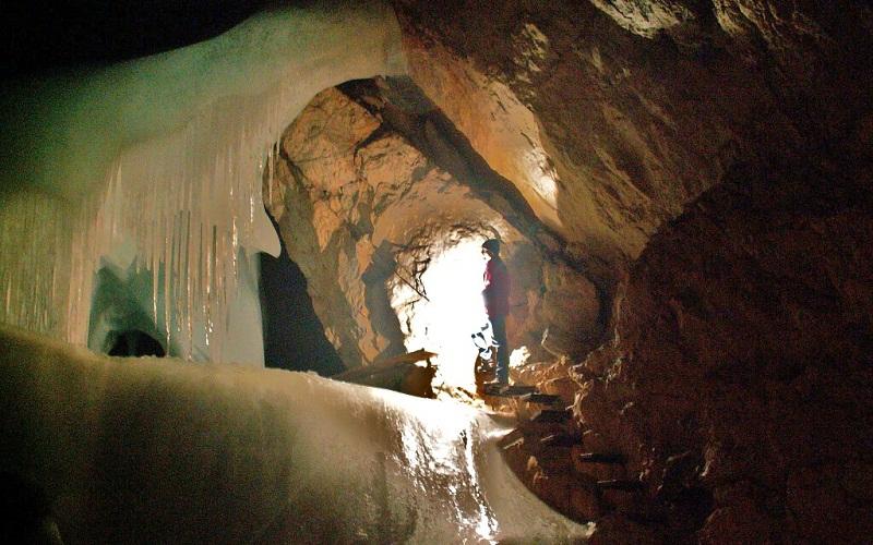 Фото: Пещера Айсризенвальт - достопримечательности Австрии: ТОП-13
