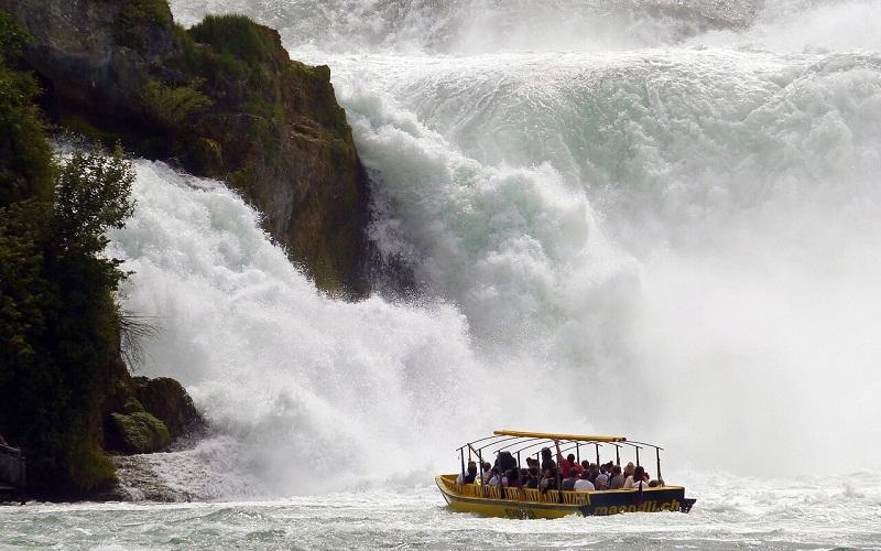 Фото: Рейнский водопад - Достопримечательности Швейцарии: ТОП-16