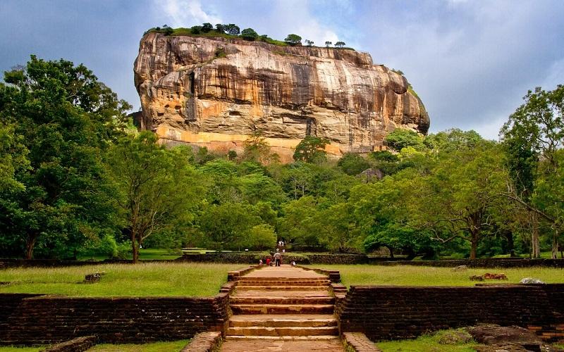 Фото: Скала Сигирия - Достопримечательности Шри-Ланки: ТОП-14