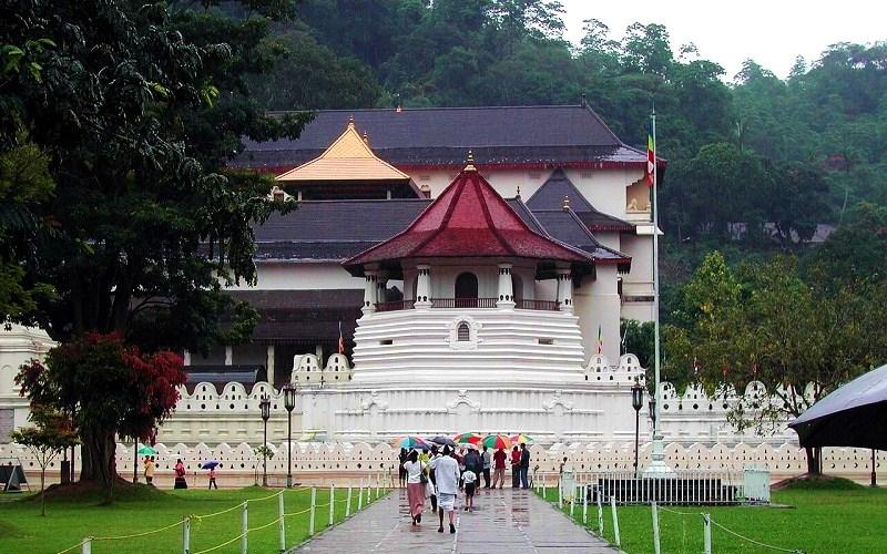 Фото: Храм Зуба Будды - Достопримечательности Шри-Ланки: ТОП-14