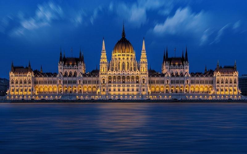 Фото: Здание Венгерского парламента - Достопримечательности Будапешта: ТОП-10