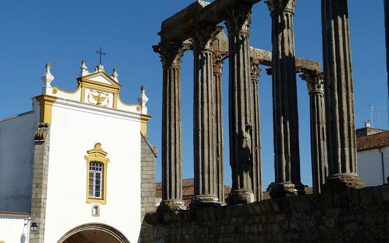 Фото: Эвора - Достопримечательности Португалии: ТОП-13