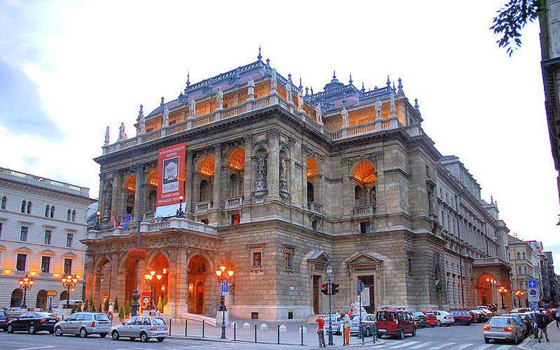 Фото: Венгерский государственный оперный театр - Достопримечательности Будапешта: ТОП-10