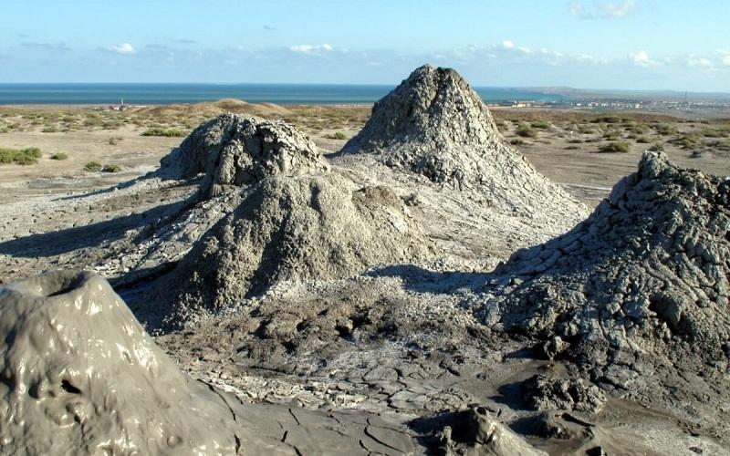 Фото: Грязевые вулканы горы Дашгиль - Достопримечательности Азербайджана: ТОП-10