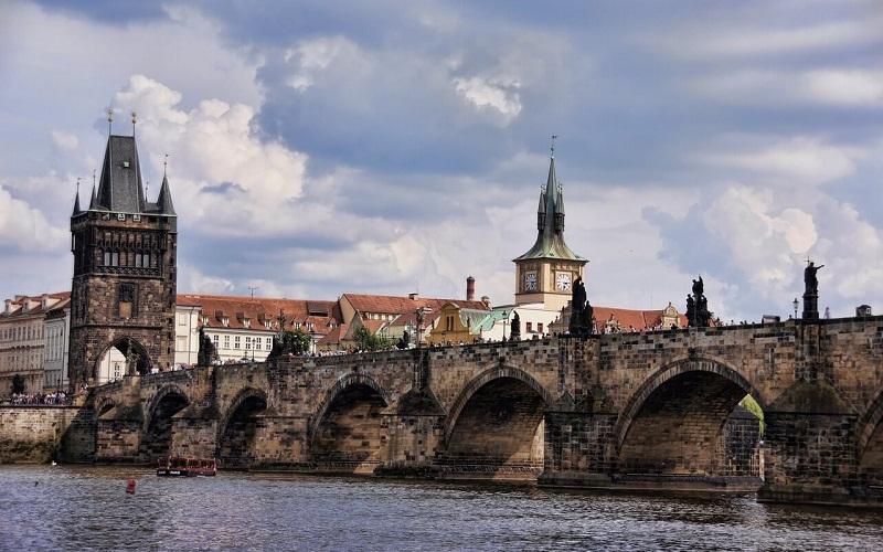 Фото: Карлов мост - Достопримечательности Праги: ТОП-10