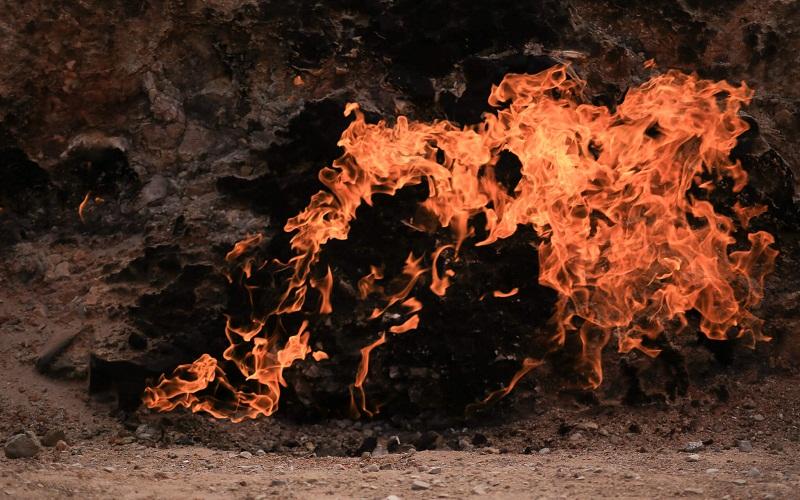 Фото: Природный вечный огонь Янардаг - Достопримечательности Азербайджана: ТОП-10