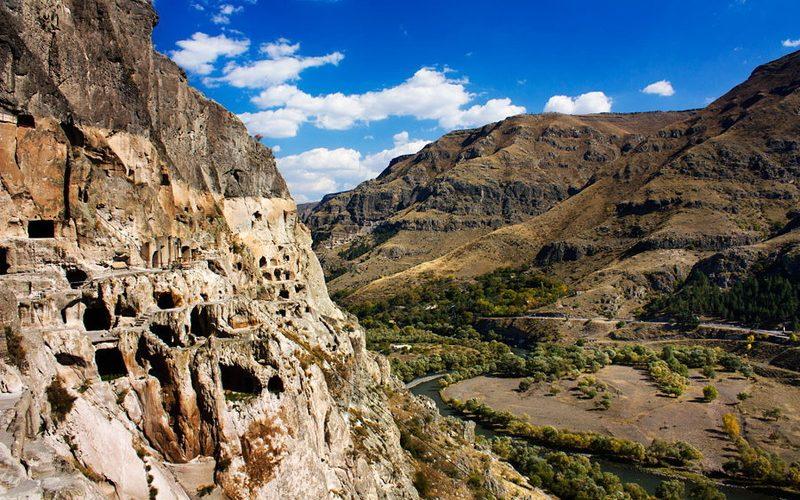 Фото: Пещерный монастырь Вардзия - Достопримечательности Грузии: ТОП-13
