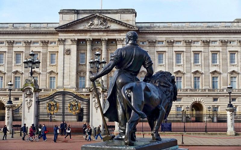 Фото: Букингемский дворец - Достопримечательности Лондона: ТОП-15