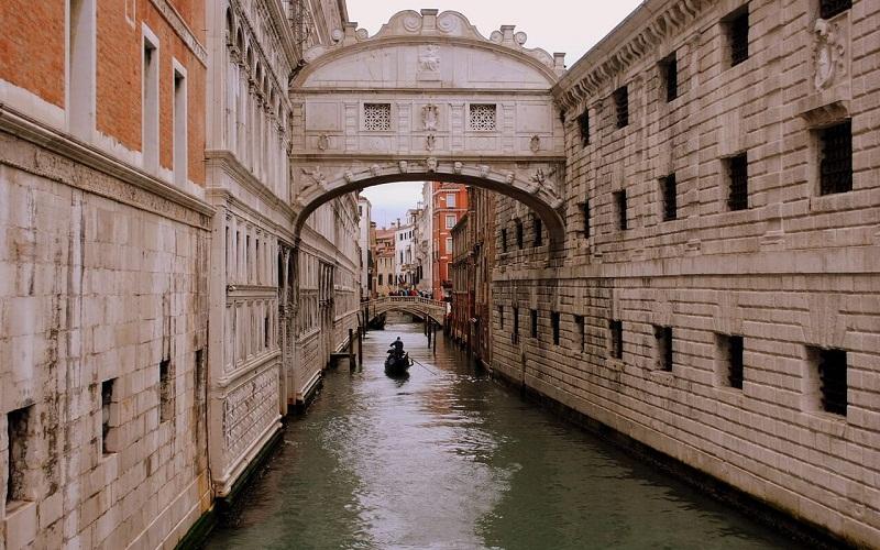 Фото: Мост Вздохов - Достопримечательности Венеции: ТОП-10