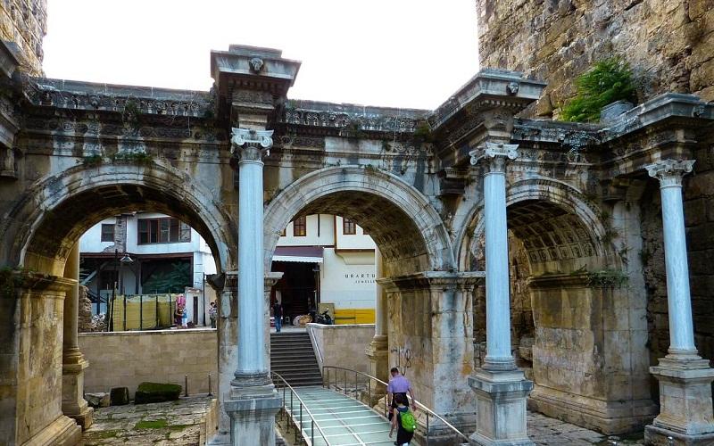 Фото: Ворота Адриана - Достопримечательности Анталии: ТОП-10