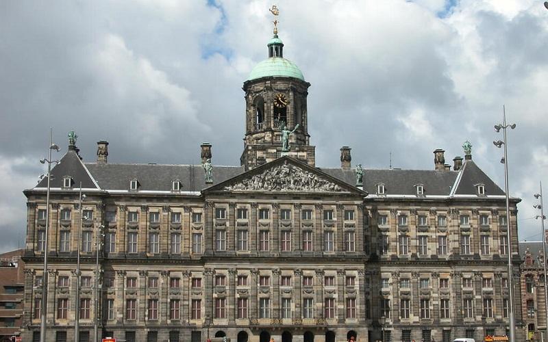 Фото: Королевский дворец - Достопримечательности Амстердама: ТОП-11