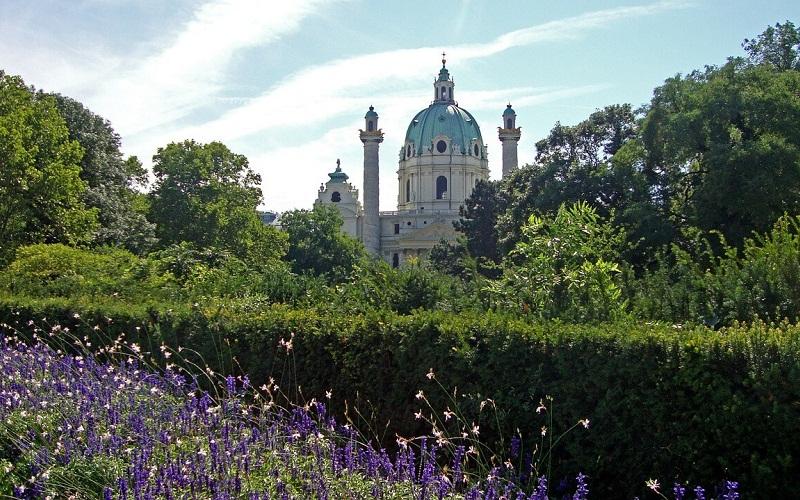 Фото: Церковь Карлскирхе - Достопримечательности Вены: ТОП-11