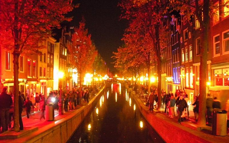 Фото: Квартал Красных фонарей - Достопримечательности Амстердама: ТОП-11