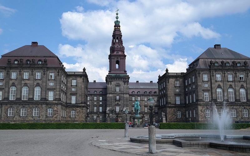 Фото: Кристиансборг - Достопримечательности Копенгагена: ТОП-10