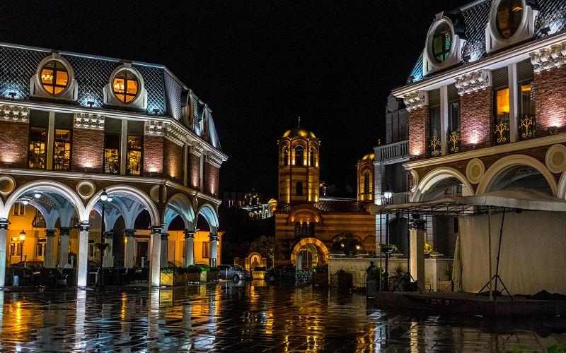 Фото: Площадь Пьяцца - Достопримечательности Батуми: ТОП-9