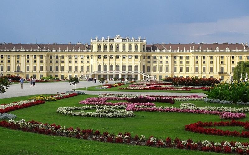Фото: Дворец Шенбрунн - Достопримечательности Вены: ТОП-11