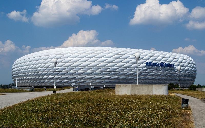 Фото: Стадион Альянц-Арена - Достопримечательности Мюнхена: ТОП-10
