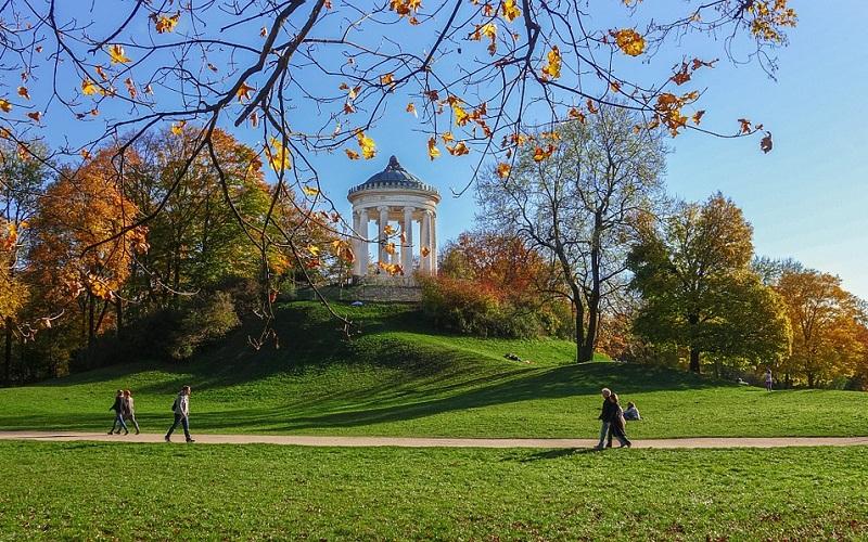 Фото: Английский сад - Достопримечательности Мюнхена: ТОП-10