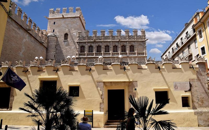 Фото: Лонха-де-ла-Седа - Достопримечательности Валенсии: ТОП-10