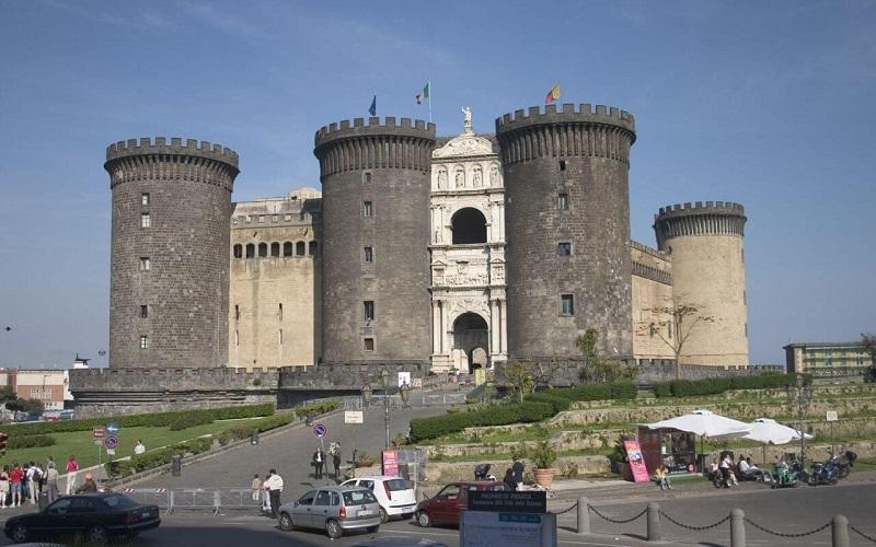 Фото: Замок Кастель Нуово - Достопримечательности Неаполя: ТОП-10