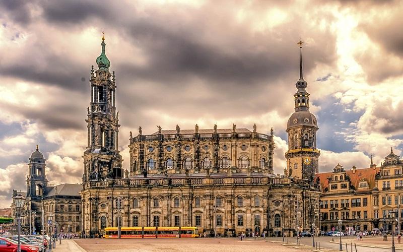 Фото: Собор Хофкирхе - Достопримечательности Дрездена: ТОП-10