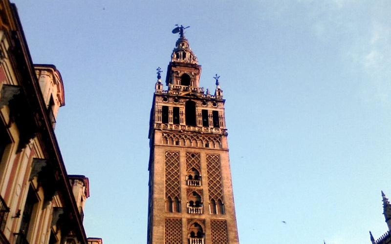 Фото: Башня Хиральда - Достопримечательности Севильи: ТОП-10