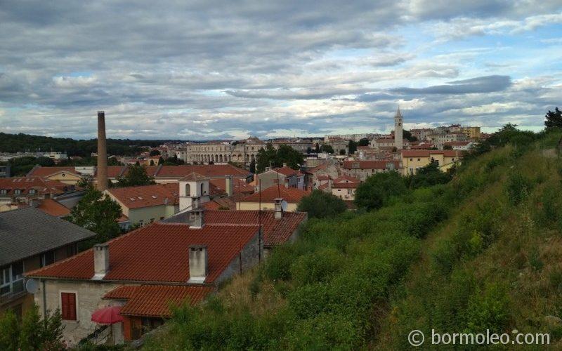 Фото: Пула - крупнейший город Истрии